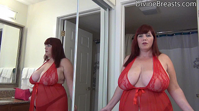 Roxee Milf with Large Breasts