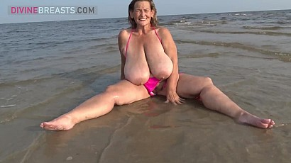 Sarah Beach Tit Bouncing