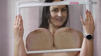 Ivanna Oiled Tits on Glass