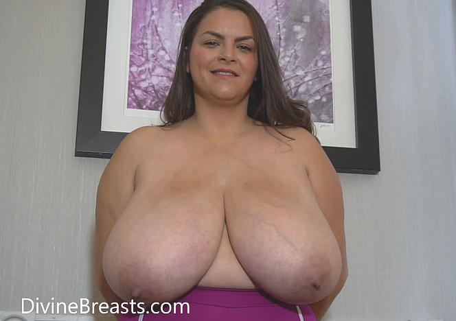Alaura Grey Big Tits in Bras