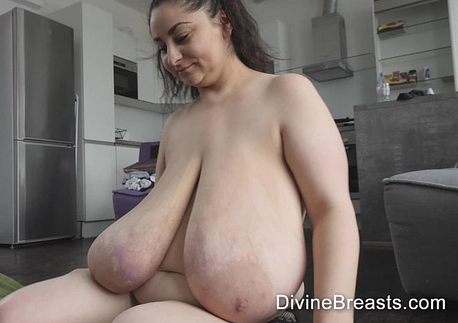 Alice Macromastia Breasts Games