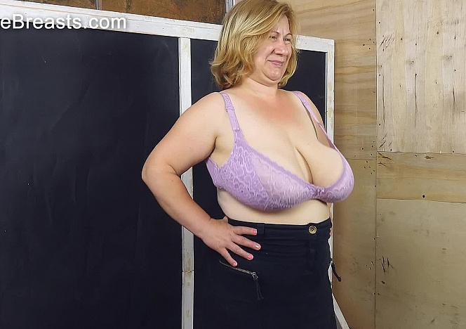 Betsy Huge Boobs Bouncing Hard