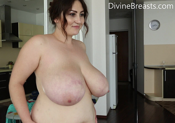 Ivanna Getting Naked in Private