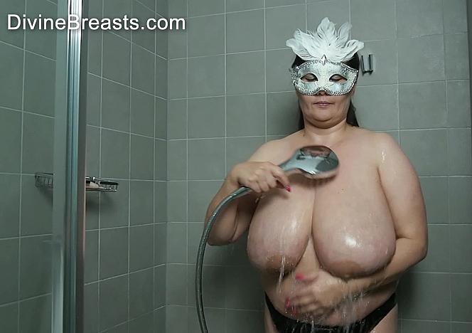 Julia Wet Slippery Big Tits
