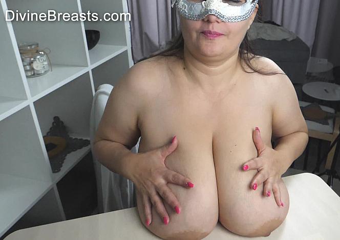 Julia Dropping Heavy Tits