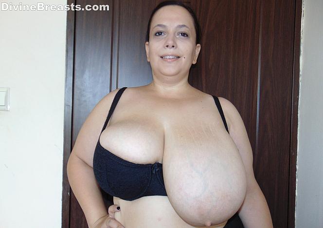 Mia Big Titty Milf Wants You