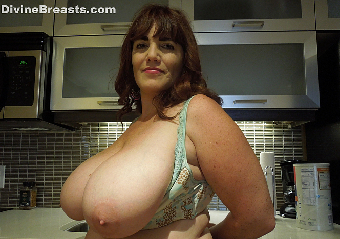 Roxee Busty Milf in the Kitchen