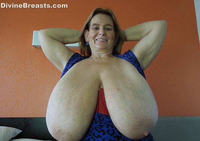 Sarah M Cup Gigantomastia Large Breasts