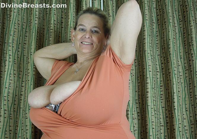Sarah Curvy BBW Big Tits