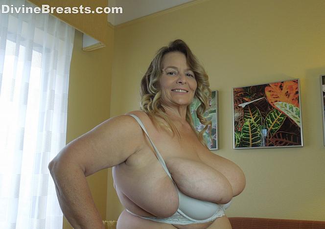 Sarah Bra Stuffing Big Boobs