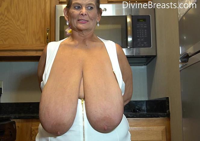 Sarah Mature Giant Tits Jumping