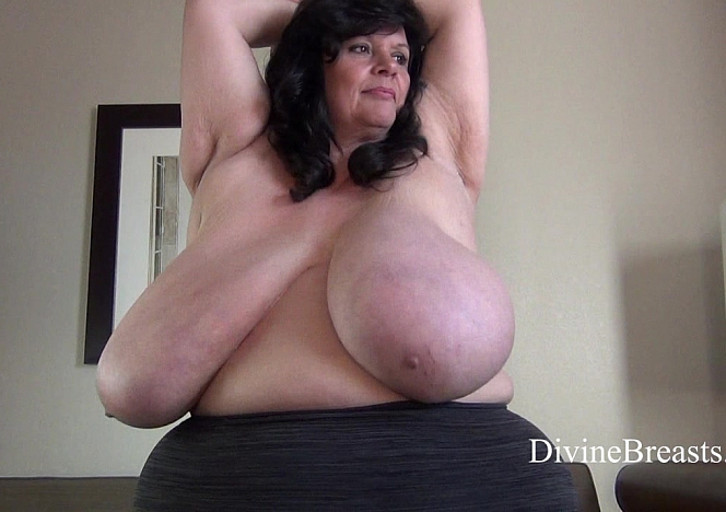 Suzie 44K Breasts in Motion