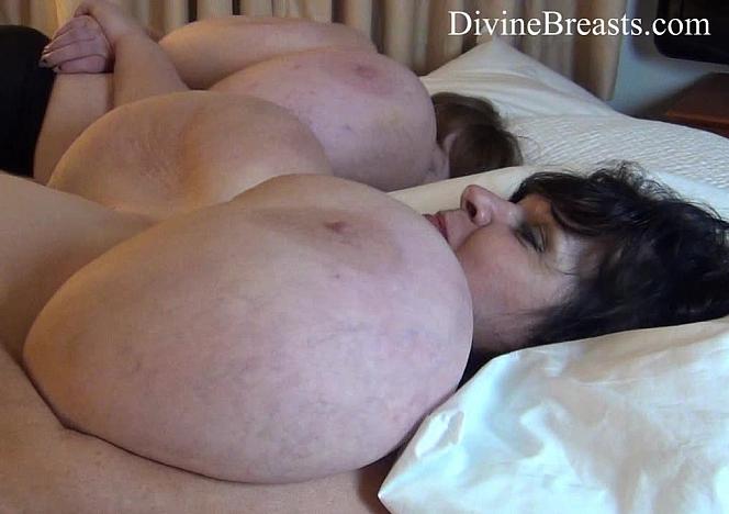Lexxxi and Suzie Jiggling Tits