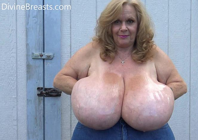 Suzie 44K Baby Oil Big Tits
