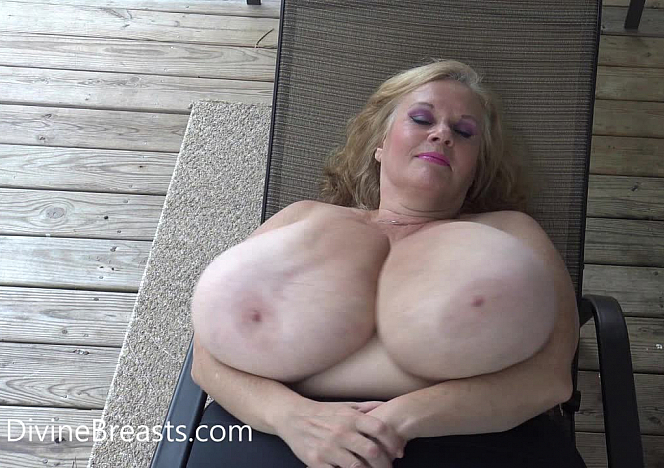 Suzie 44K BBW On Back Jiggle Show