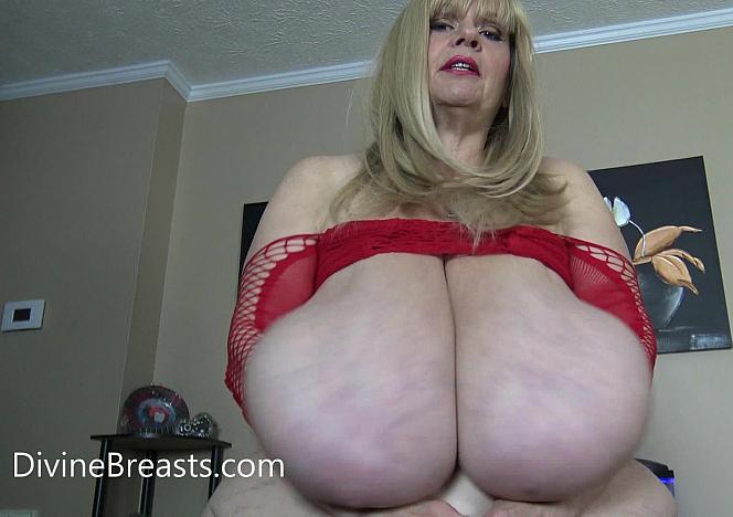 Suzie 44K Fabulous Fapable Tits