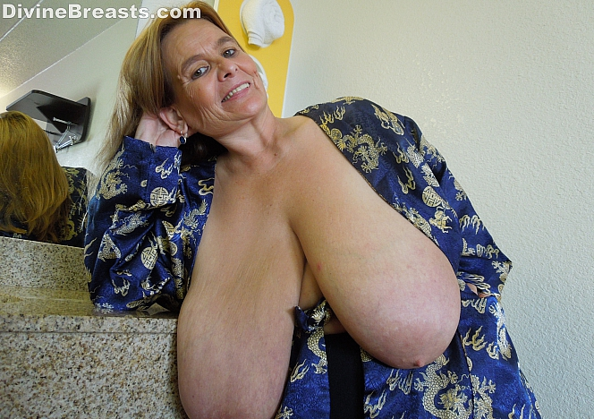 Massive bbw babe gets oiled up and fucked in stockings 7