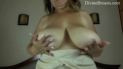 Alla Dildos Her Wet Pussy