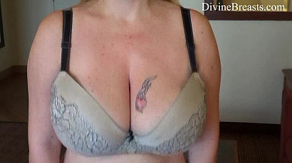 Desiree De Luca Jiggle Boobs