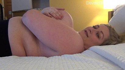 Reyna Bed Time Tit Show