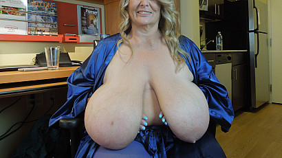 Sarah Sexy Milf with Huge Tits