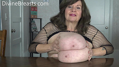 Suzie 44K Big Tits Sandwich and Claps