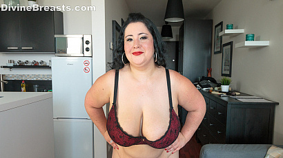Amanzia BBW Full Body Naked