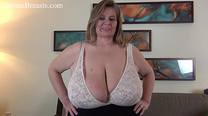 Sarah Breasts Bounce and Slap