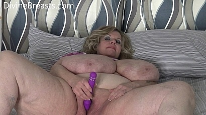 Suzie Dildos Her Wet Pussy for You