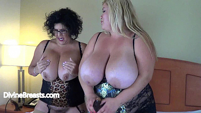 Kacey and Victoria Pussy Play
