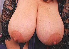 Juicy Mature Heavy Hangers
