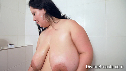 Amanzia Shower Pussy and Tit Play