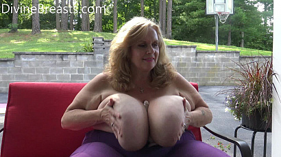 SuzieQ Dildo Big Boobs Play