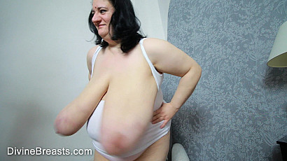 Sunniva Lind Large Breasts Clap and Bounce