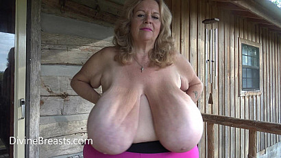 Suzie 44K Clapping Her Macromastia Breasts