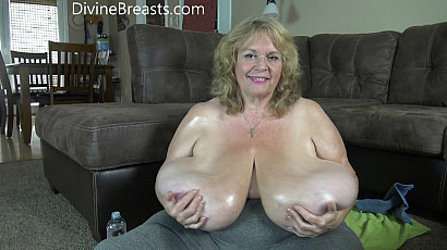 Suzie 44K Oiling Her Mega Boobs