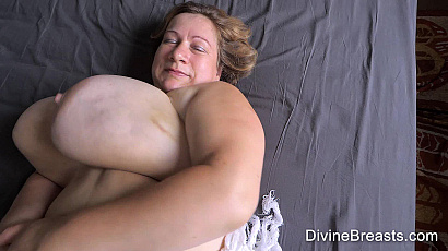 Betsy Fluffy On Back Jiggle Show