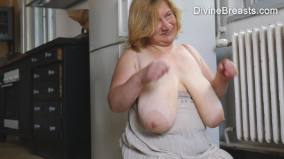 Betsy Tit Juggling Blond BBW