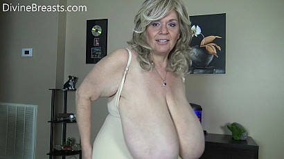 Suzie 44K loud Boobs Dirty Mouth