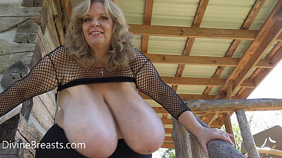 Suzie Q Milf Giant Tits In Your Face