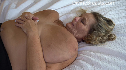 Sarah Jiggly Fat Tits in Bed