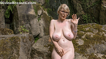 Casey Deluxe Tempting Busty Blond Siren