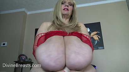Suzie 44K Fabulous Fapable Tits