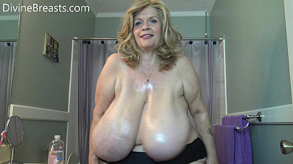 Suzie 44K Wet Oily Jiggly Big Tits