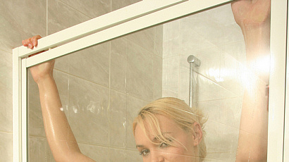 Big Boobs Blond in the Shower