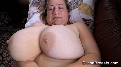Betsy Mega Boobs On Back Jiggle Show