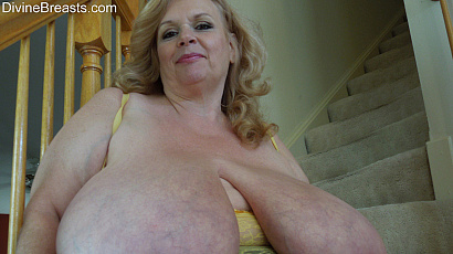 Suzie 44K Giant Boobs Milf