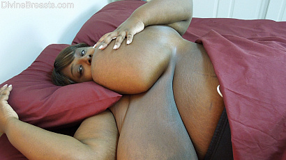 Titz Galure Huge Black Boobs in Bed