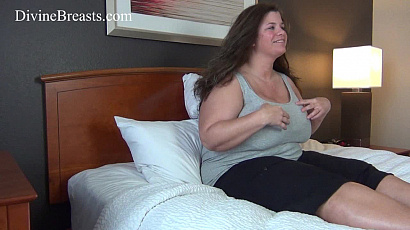 Hayley BBW Bouncing in Bed