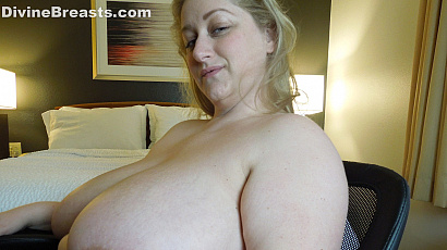 Reyna Busty Topless Nymph